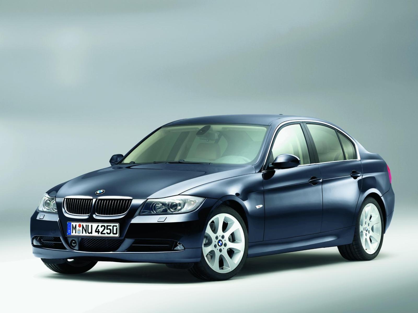 BMW 3 - BMW-E90-330i-3-er