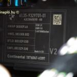 Continental vezérlőegység. Az cég abroncsok mellett többek között járműipari csöveket és elektronikai alkatrészeket is gyárt.