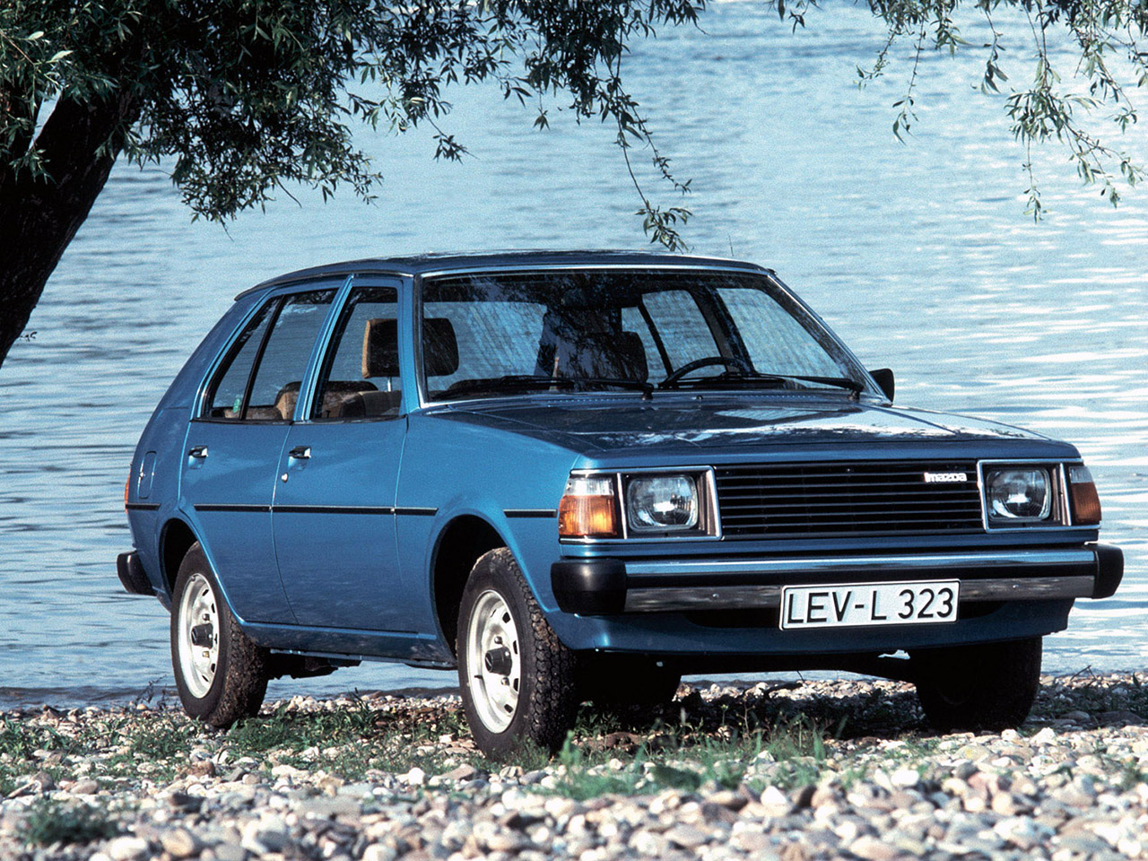 Mazda-Familia-323-FA4-1977